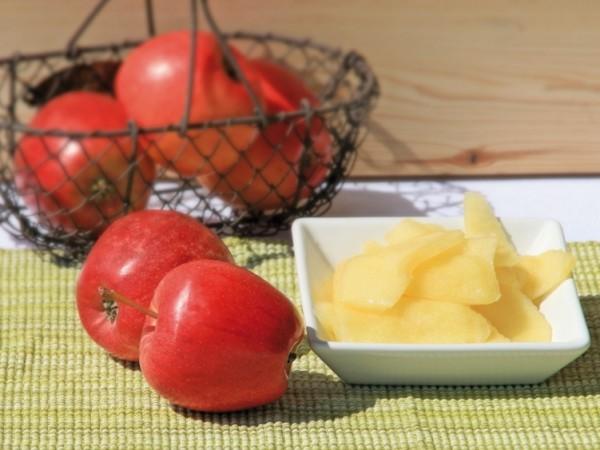 Äpfel, geschält, geschnitten, pasteurisiert