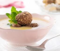 Apfel-Suppe mit süßen Knödeln